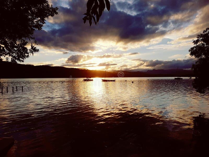 νεφελώδης λίμνη στοκ εικόνες