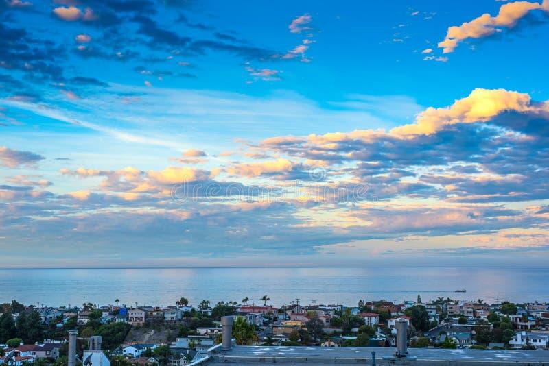 Νεφελώδης ουρανός πέρα από την παραλία Hermosa στοκ φωτογραφία