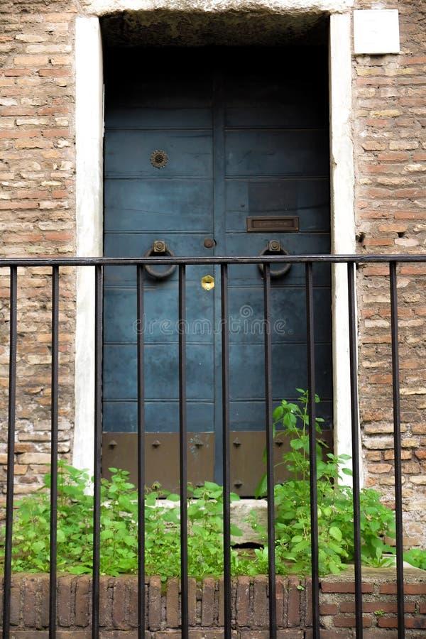 Νεφελώδης πόρτα στοκ φωτογραφίες