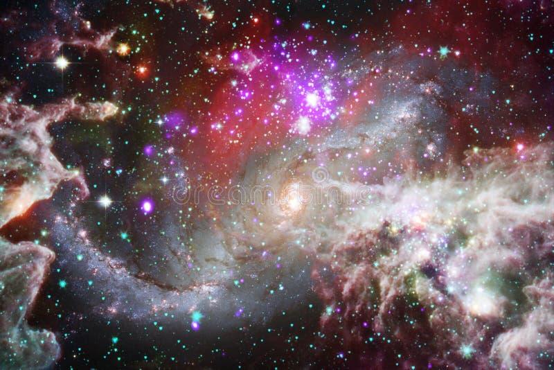 Νεφελώματα και αστέρια στο μακρινό διάστημα, μυστήριος κόσμος πυράκτωσης Στοιχεία αυτής της εικόνας που εφοδιάζεται από τη NASA απεικόνιση αποθεμάτων