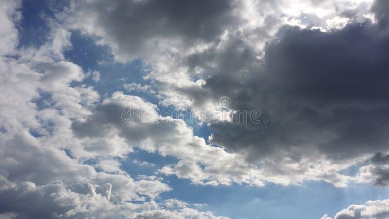 νεφελώδεις ουρανοί στοκ εικόνες