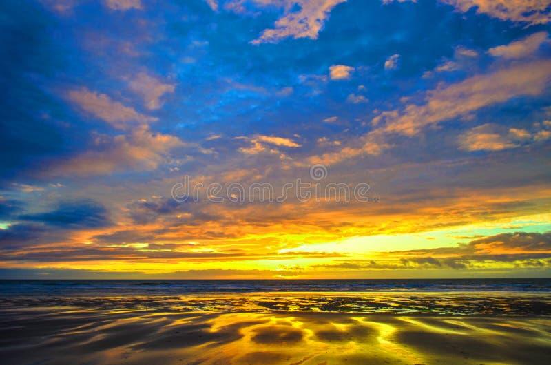 νεφελώδες ηλιοβασίλε&mu στοκ φωτογραφία με δικαίωμα ελεύθερης χρήσης