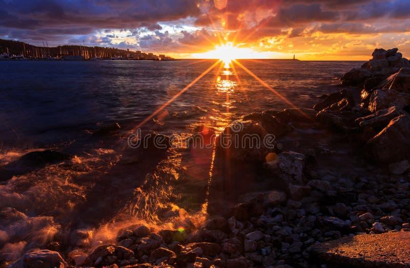 νεφελώδες ηλιοβασίλε&mu στοκ φωτογραφία