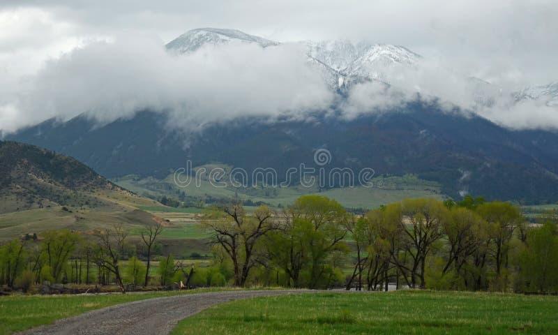 Νεφελώδης θέα βουνού στοκ φωτογραφία