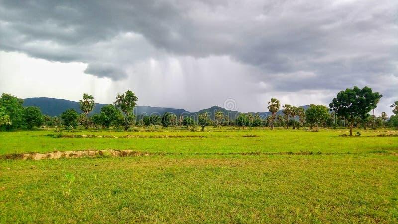 νεφελώδης και βροχερός στοκ εικόνες με δικαίωμα ελεύθερης χρήσης