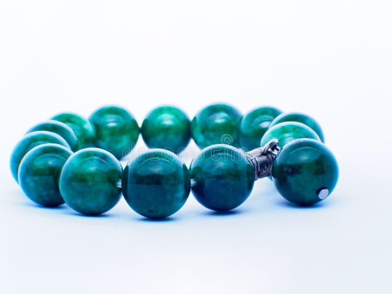 Νεφρίτης συλλογής των διάφορων πεφμένων πράσινων ορυκτών πετρών νεφριτών nephrite και jadeite που απομονώνεται στο άσπρο υπόβαθρο στοκ φωτογραφία
