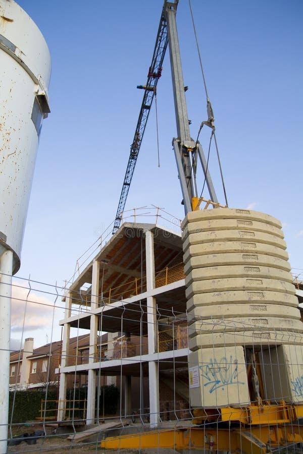 νεωτερισμός οικοδόμησης κτηρίων κάτω στοκ εικόνα με δικαίωμα ελεύθερης χρήσης