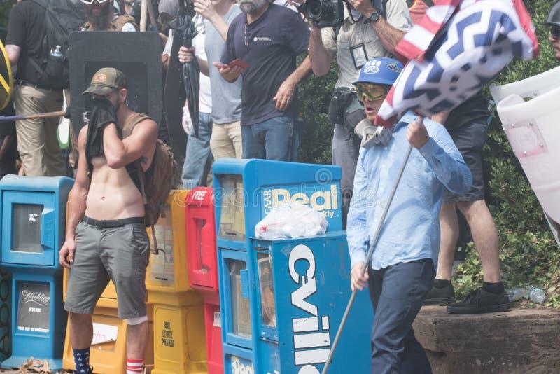 Νεω - διαφωνία Ναζί με τους διαμαρτυρομένους στοκ εικόνες