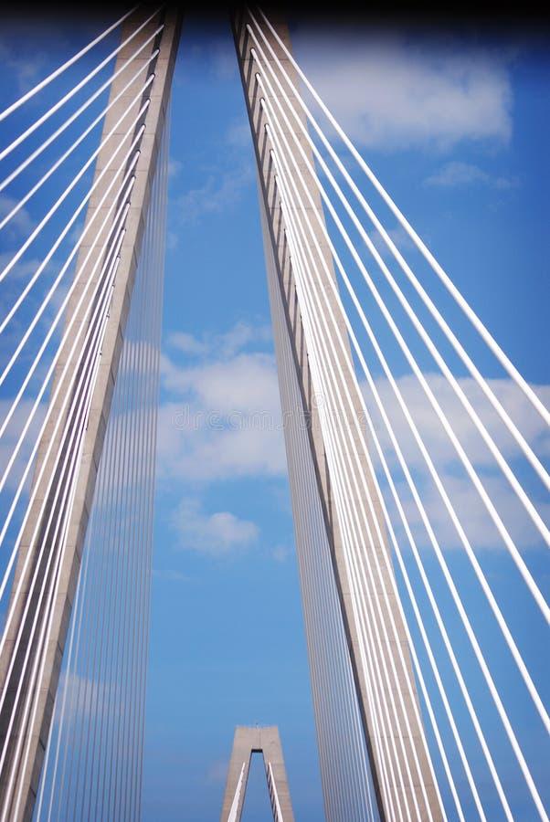 Νεώτερη γέφυρα αρθούρου Ravenel, AKA/η γέφυρα ποταμών βαρελοποιών στο Sc του Τσάρλεστον που λαμβάνεται από στη βάρκα γύρου Γέφυρα στοκ φωτογραφίες με δικαίωμα ελεύθερης χρήσης