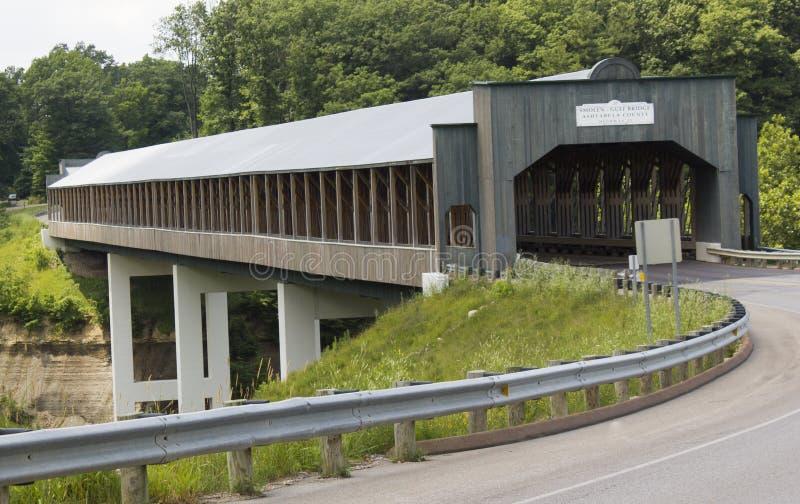 Νεώτερη καλυμμένη γέφυρα στοκ εικόνα