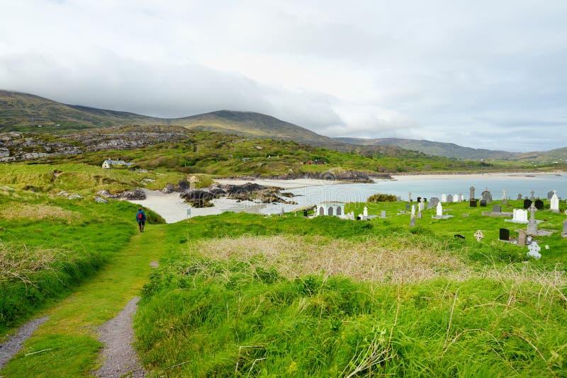 Νησί αβαείων, διάσημο για τις καταστροφές του αβαείου και του cementery Derrynane, που βρίσκονται στη ιρλανδική αγελάδα κομητειών στοκ εικόνες με δικαίωμα ελεύθερης χρήσης