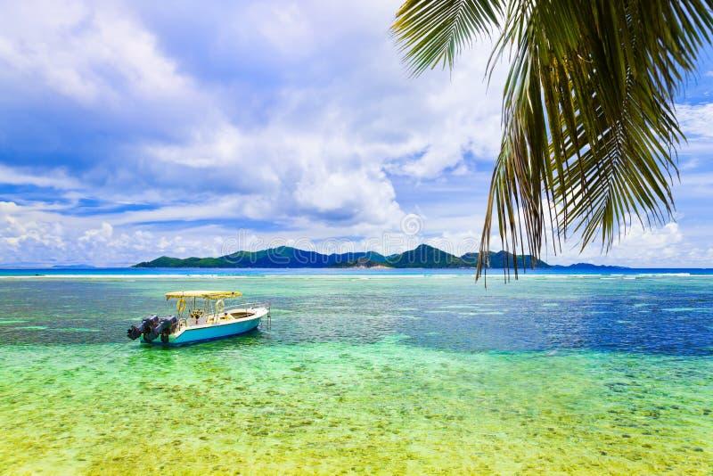νησί βαρκών τροπικό στοκ φωτογραφία με δικαίωμα ελεύθερης χρήσης