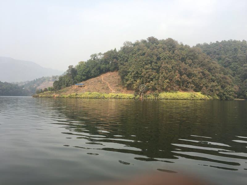Νησί δίπλα στη λίμνη στοκ εικόνες