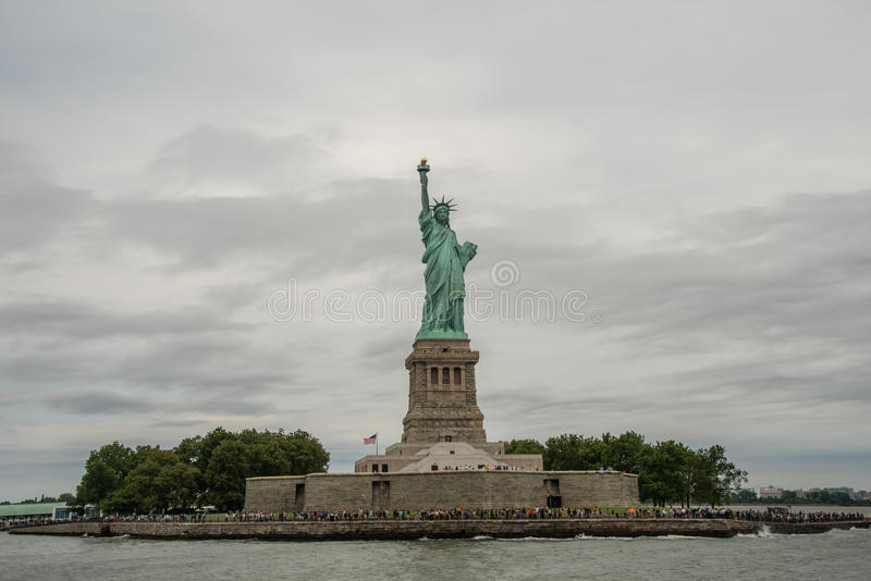 Νησί ελευθερίας και άγαλμα της ελευθερίας στοκ εικόνα