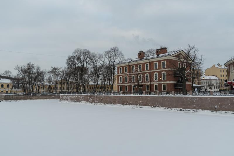 Νησί νέα Ολλανδία με τον ποταμό Moyka που καλύπτεται από το χιόνι και τον πάγο, Αγία Πετρούπολη στοκ φωτογραφίες με δικαίωμα ελεύθερης χρήσης