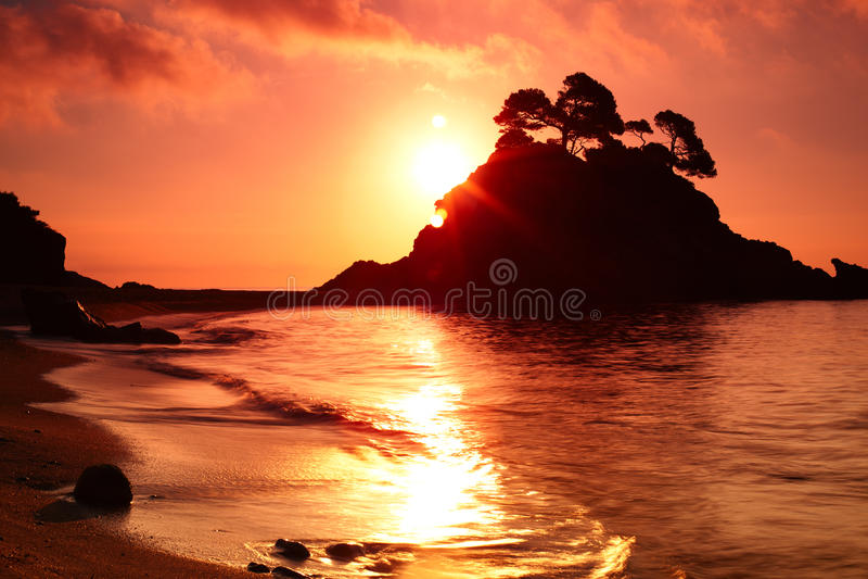 Νησί στην ανατολή στοκ φωτογραφίες με δικαίωμα ελεύθερης χρήσης
