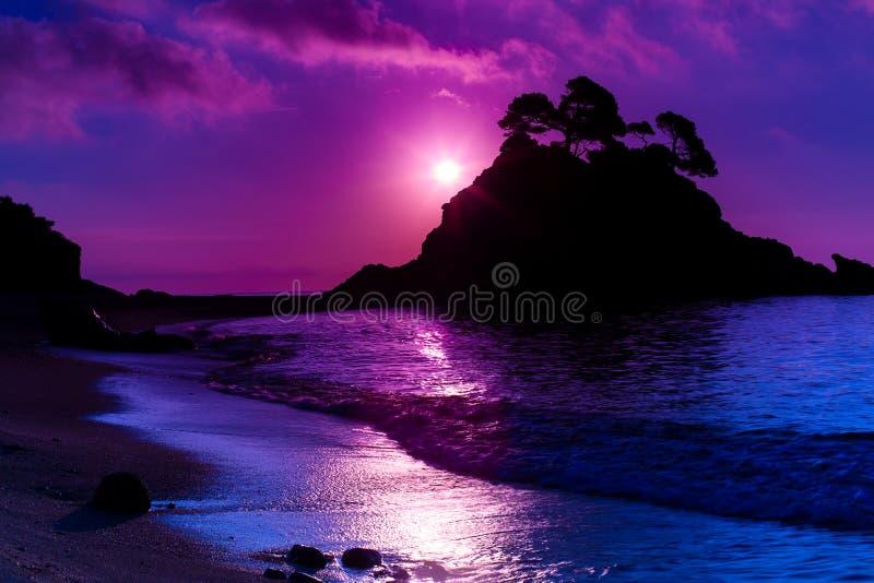 Νησί στο ηλιοβασίλεμα στοκ φωτογραφία με δικαίωμα ελεύθερης χρήσης