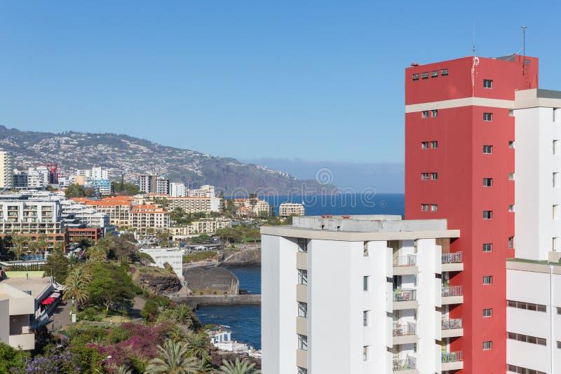 Νησί της Μαδέρας με τα σύγχρονα ξενοδοχεία στη πρωτεύουσα Φουνκάλ στοκ εικόνες