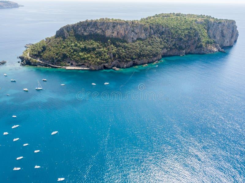 Νησί της Dino, εναέρια άποψη, νησί και προσγείωση, Praia μια φοράδα, επαρχία Cosenza, Καλαβρία, Ιταλία στοκ εικόνα
