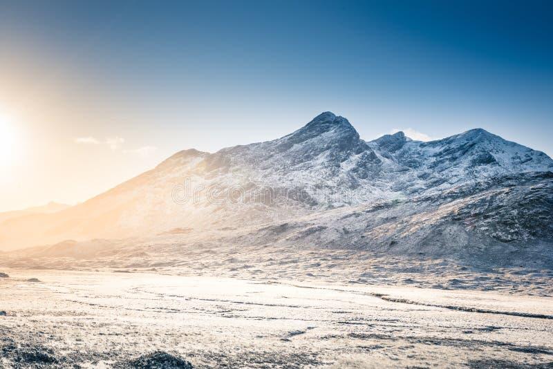 Νησί του τοπίου της Skye - χειμερινό τοπίο στους λόφους Cuillin, χιονισμένα βουνά στη Σκωτία στοκ φωτογραφίες με δικαίωμα ελεύθερης χρήσης