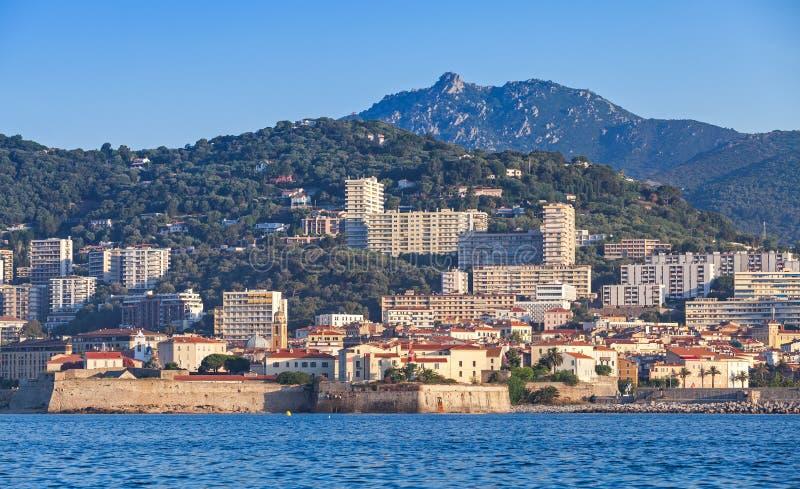 Νησί του Ajaccio, παράκτια εικονική παράσταση πόλης, Κορσική, Γαλλία στοκ εικόνες