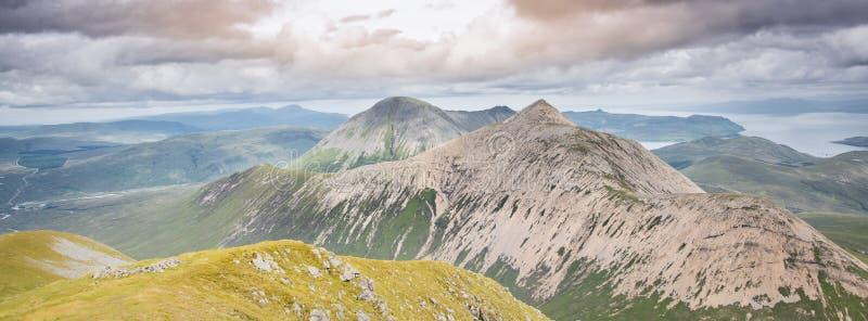 Νησί των βουνών της Skye - λόφοι Cuillin και ωκεάνιο τοπίο στοκ φωτογραφία