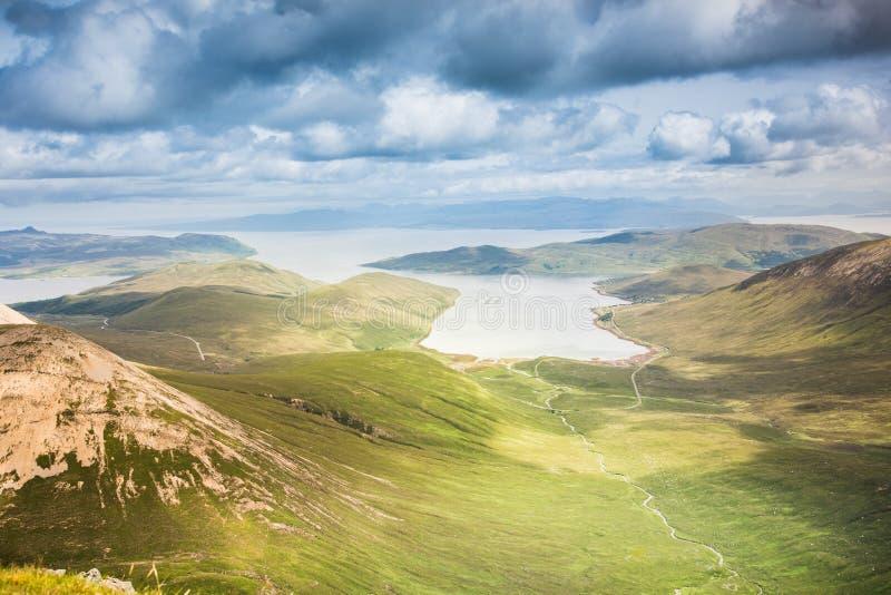 Νησί των βουνών της Skye - λόφοι Cuillin και ωκεάνιο τοπίο στοκ εικόνες
