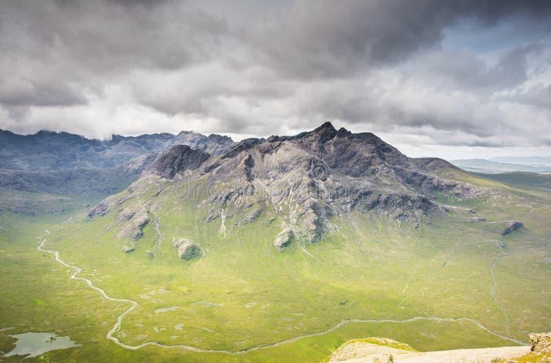 Νησί των βουνών της Skye - λόφοι Cuillin και ωκεάνιο τοπίο στοκ φωτογραφίες