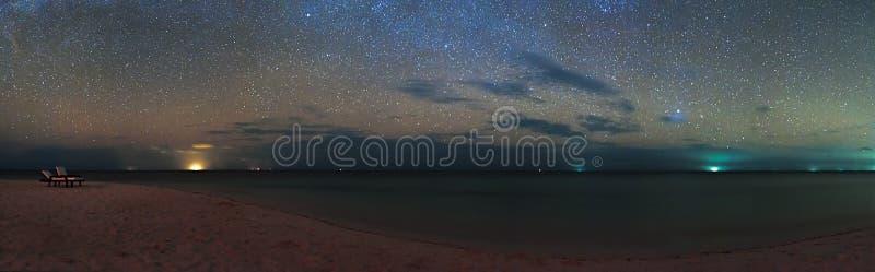Νησί των Μαλδίβες Eriyadu παραλιών θάλασσας ουρανού αστεριών πανοράματος άποψης νύχτας στοκ φωτογραφία με δικαίωμα ελεύθερης χρήσης