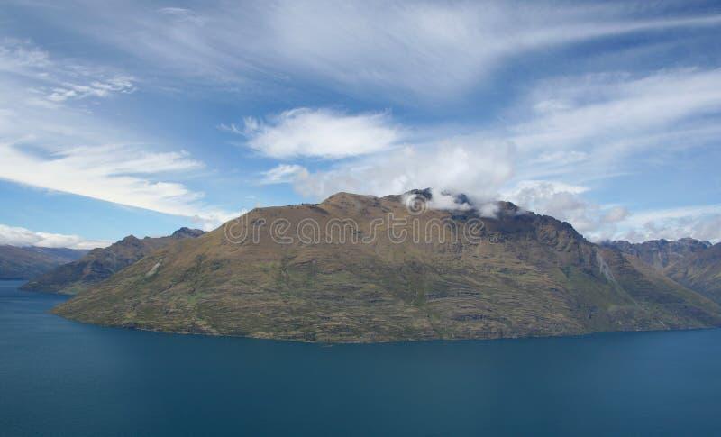 Download νησί στοκ εικόνες. εικόνα από σύννεφα, ζηλανδία, πέτρα - 13185522