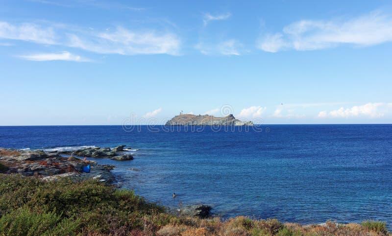 Νησί Giraglia στο κορσικανικό ακρωτήριο στοκ εικόνα με δικαίωμα ελεύθερης χρήσης