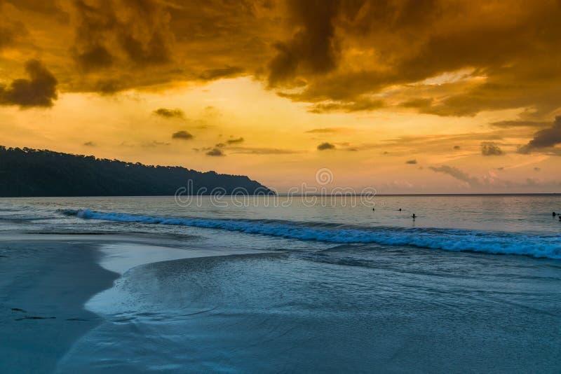 Νησί Havelock με τον ουρανό yesllow στοκ εικόνα