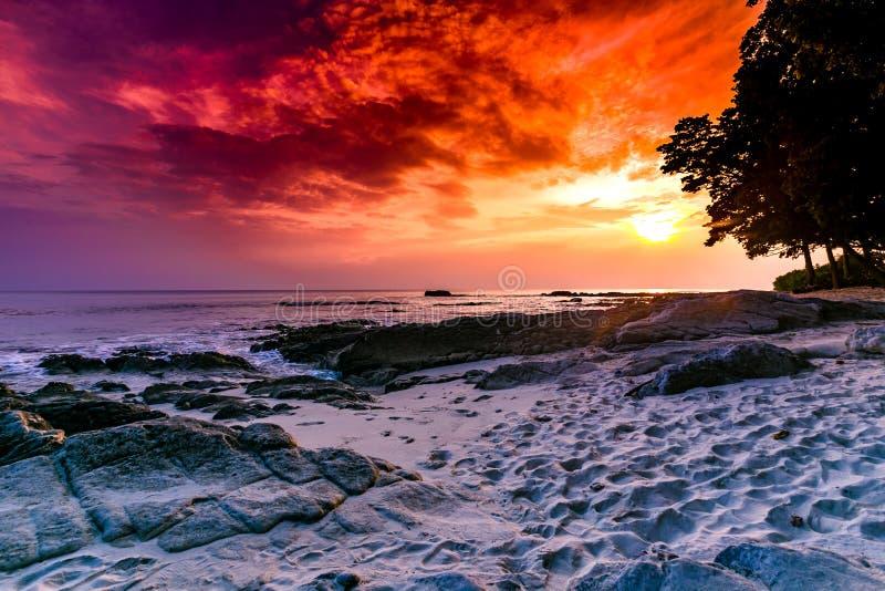 Νησί Havelock με το ζωηρόχρωμο ουρανό στοκ φωτογραφίες