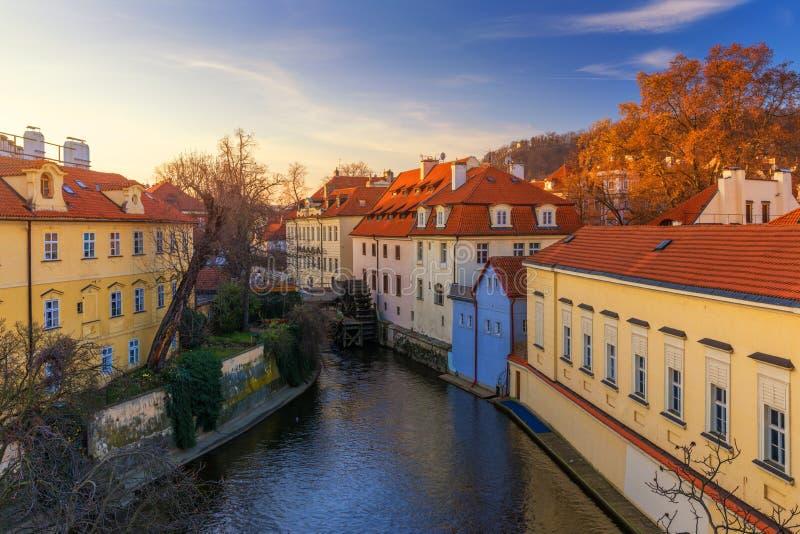 Νησί Kampa με τον ποταμό Certovka και Watermill στην παλαιά Πράγα, CZ στοκ φωτογραφίες