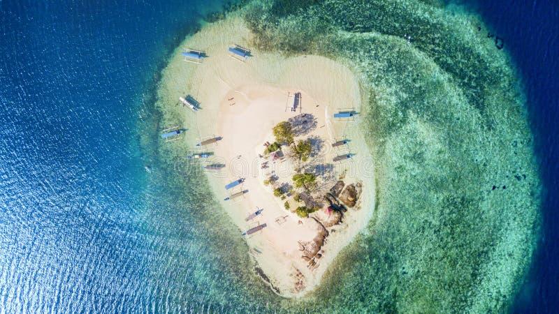 Νησί Kedis Gili με τα αλιευτικά σκάφη στο Μπαλί στοκ εικόνες