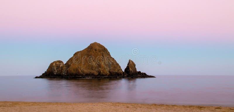Νησί Snoopy μετά από το ηλιοβασίλεμα στοκ φωτογραφία