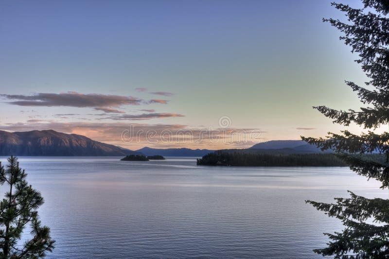Νησιά Pend Oreille λιμνών του ηλιοβασιλέματος στοκ εικόνα με δικαίωμα ελεύθερης χρήσης