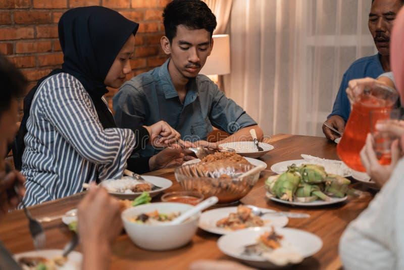 Νηστεία σπασιμάτων ή puasa buka στο ramadan kareem στοκ φωτογραφία με δικαίωμα ελεύθερης χρήσης
