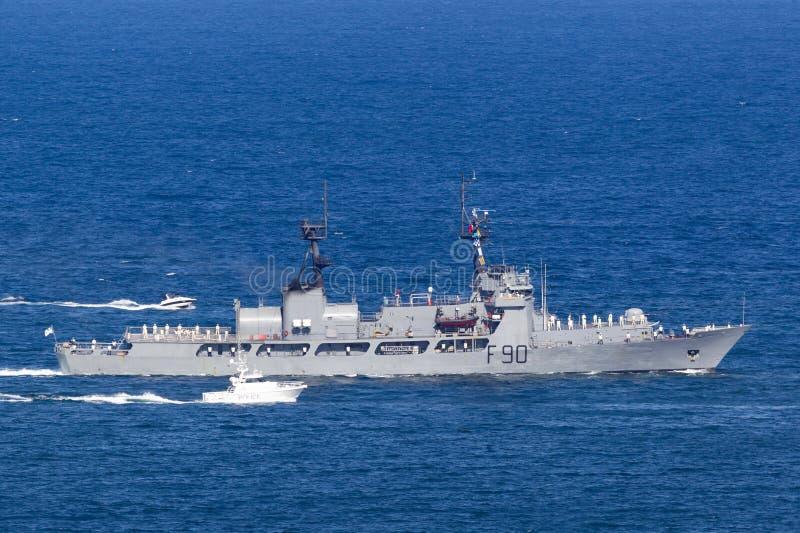 Νιγηριανό ναυτικού NNS βροντής F90 αυλάκωμα ακτοφυλακής Ηνωμένη κοπτών πρώην USCGC, κόπτης Χάμιλτον-κατηγορίας ανατολή στο Σίδνεϊ στοκ εικόνα