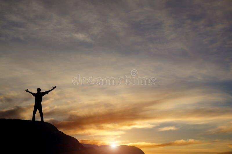 Νικητής στην κορυφή βουνών στοκ εικόνα με δικαίωμα ελεύθερης χρήσης