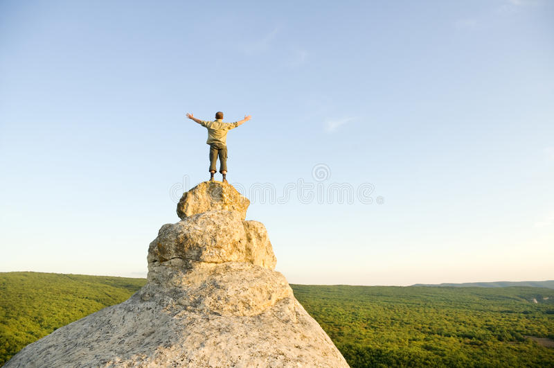 Νικητής στην κορυφή βουνών στοκ φωτογραφία