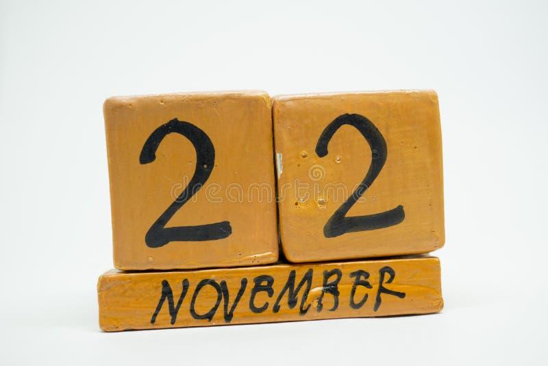 22 Νοεμβρίου Ημέρα 22 του μήνα, χειροποίητο ξύλινο ημερολόγιο που απομονώνεται στο άσπρο υπόβαθρο μήνας φθινοπώρου, ημέρα της ένν στοκ φωτογραφίες