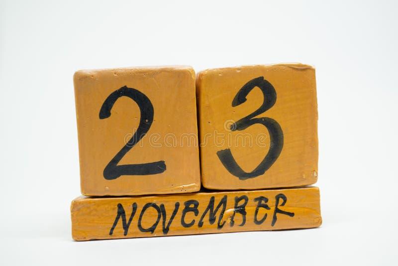 23 Νοεμβρίου Ημέρα 23 του μήνα, χειροποίητο ξύλινο ημερολόγιο που απομονώνεται στο άσπρο υπόβαθρο μήνας φθινοπώρου, ημέρα της ένν στοκ φωτογραφία με δικαίωμα ελεύθερης χρήσης