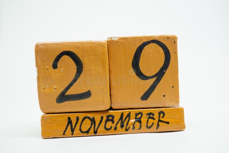 29 Νοεμβρίου Ημέρα 29 του μήνα, χειροποίητο ξύλινο ημερολόγιο που απομονώνεται στο άσπρο υπόβαθρο μήνας φθινοπώρου, ημέρα της ένν στοκ φωτογραφία με δικαίωμα ελεύθερης χρήσης