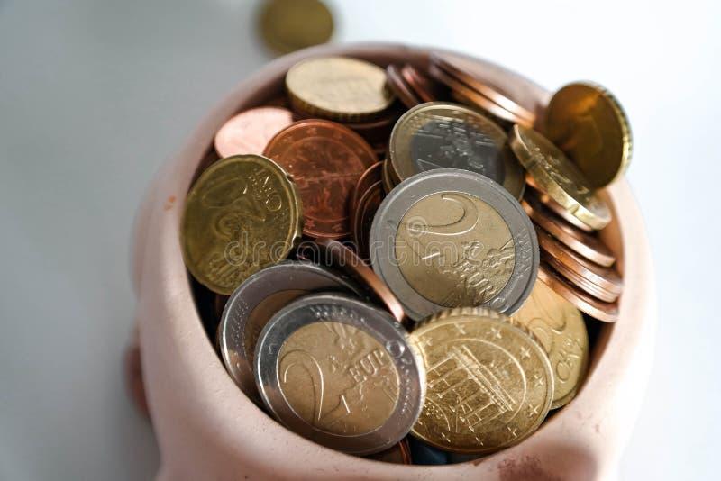 Νομίσματα ευρώ και σεντ χρημάτων μετρητών στοκ εικόνες