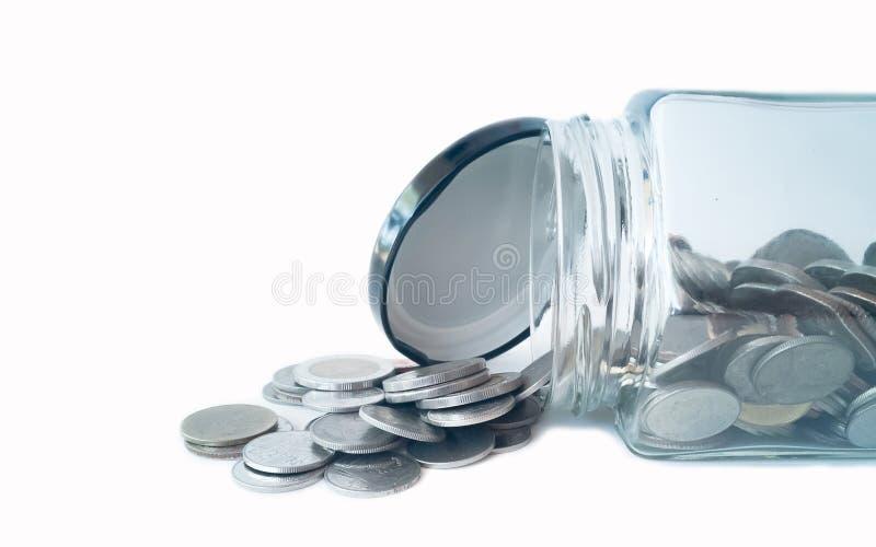 Νομίσματα που ρέουν έξω του βάζου στοκ εικόνες με δικαίωμα ελεύθερης χρήσης