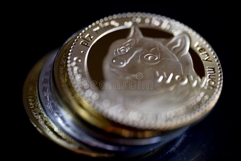 Νομίσματα Dogecoin στοκ φωτογραφία