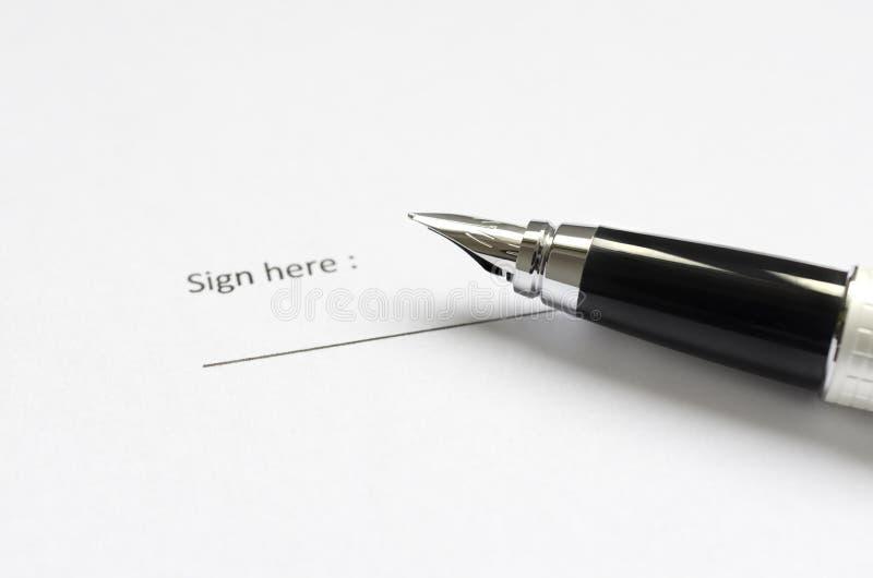 Νομικό έγγραφο έτοιμο να υπογράψει στοκ φωτογραφία