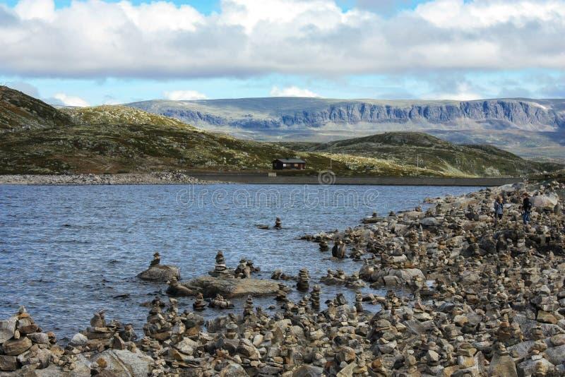 Νορβηγικοί φιορδ, πέτρες και βράχοι στοκ εικόνες