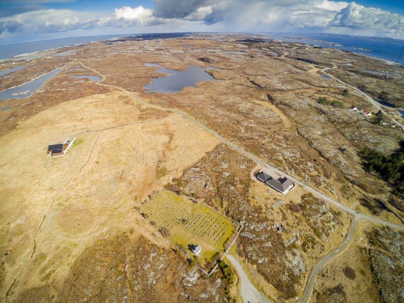 Νορβηγικό πρώιμο ελατήριο ακτών στη Νορβηγία, εναέρια άποψη στοκ φωτογραφίες